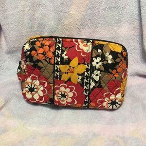 Vera Bradley assecary bag